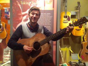 Deze Martin werd ooit bespeeld door Kurt Cobain en Elliot Smith en vind je nu in het Martin Museum.